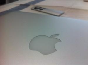 MacBook Air 13インチ(2012年6月モデル)の液晶保護フィルムは、Amazon最安値のこれ→で充分でした「ELECOM MacBook 13inch/MacBook Air用液晶保護フィルム マット EF-FLAMB」
